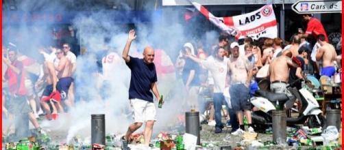 Hooligans in azione a Marsiglia