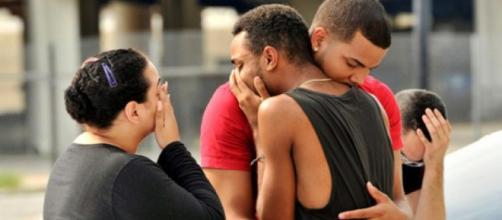 Jóvenes consternados por la masacre