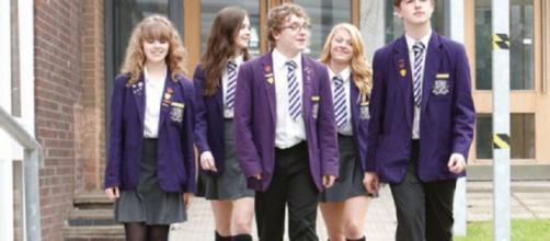 Ultime notizie scuola, domenica 12 giugno 2016: studenti in divisa