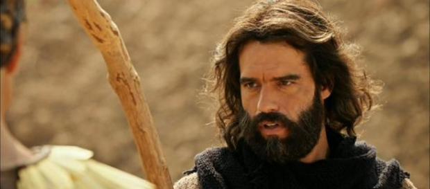 """Moisés e Corá se enfrentam em """"Os Dez Mandamentos"""""""