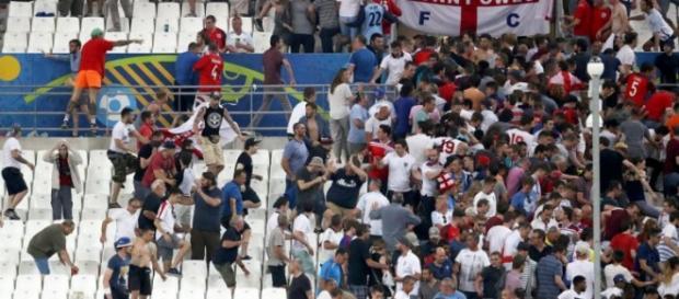 Violenti scontri tra tifosi durante Inghilterra-Russia.