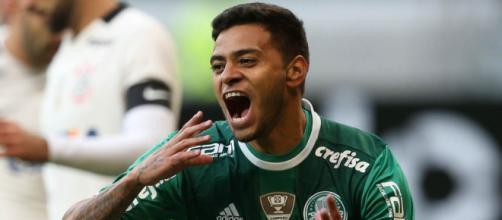 Cleiton Xavier comemora gol contra o Corinthians, que deixou o time no G4.