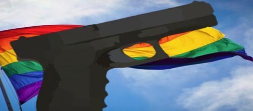 Dircursos de homofobia y racistas