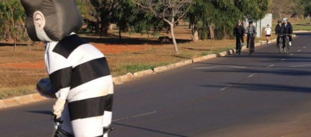 Dilma foge de pixuleco durante pedalada