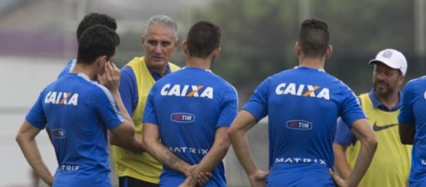 Tite tem o retorno de Elias e Balbuena para se reerguer no Brasileirão