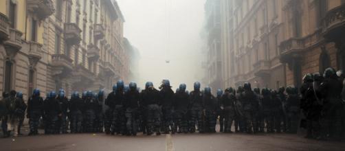 Decine di feriti, alcuni gravi, a causa degli scontri e della violenza ultras riversatasi in Francia per gli Europei di calcio.