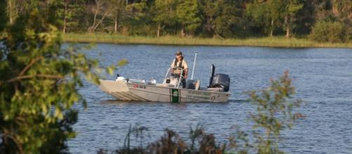 El caimán se llevó al niño de 2 años y lo arrastró hacia dentro del lago