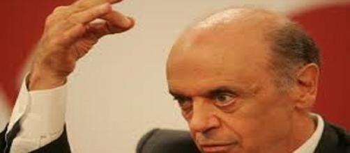Ministro das Relações Exteriores, José Serra exonera funcionário que apoiava Dilma Rousseff (Fonte: Blog do BG)