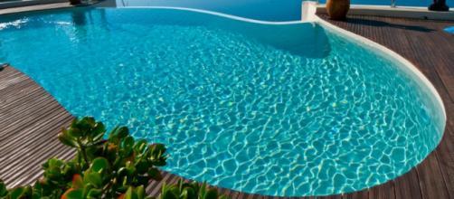 Una piscina all'aperto, meno pericolosa