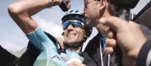 Vincenzo Nibali, la gioia per la vittoria al Giro d'Italia