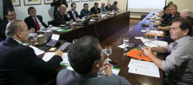 Governo e sindicatos discutem rombo que poderá influenciar reforma