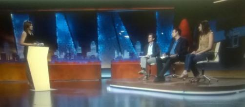 Los tres corresponsales extranjeros preguntados en 'El Intermedio' por Sandra Sabatés.