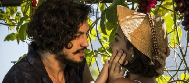 Irmãos, Miguel e Olívia quase se beijam (Foto: Divulgação/Globo)