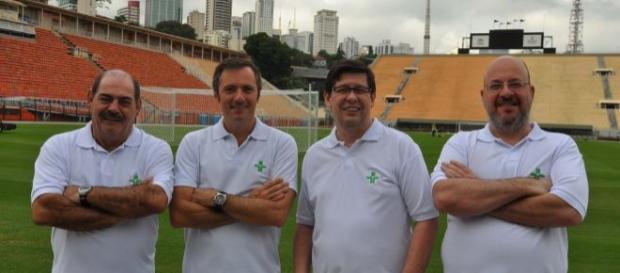 O time de apresentadores e comentaristas do 'Cartão Verde' estará no ar, nas noites de quinta. (Foto: TV Cultura)