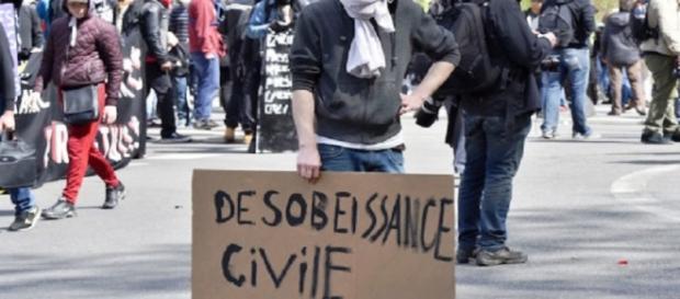 Un'immagine delle proteste in corso in Francia