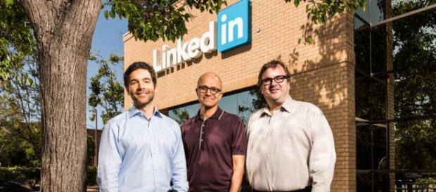 Da esquerda para direita Satya Nadella, CEO da Microsoft, e Reid Hoffman, fundador do LinkedIn