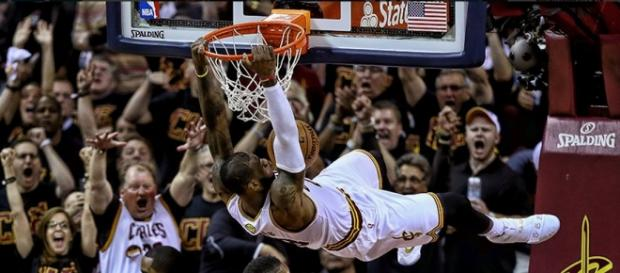 Lebron James machacó a los Warriors de Stephen Curry