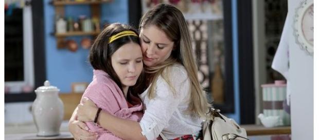 Manuela volta para casa e rever toda a sua família.