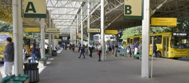 O rapaz foi agredido no terminal de Jundiaí pelo padrasto da menina de 11 anos.