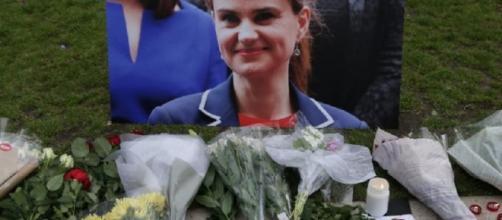 Il tributo dei cittadini britannici alla deputata laburista Jo Cox