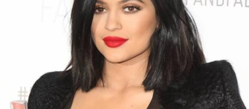 Kylie Jenner post sexy bikini photo