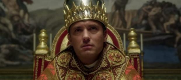 Aos 43 anos, Lude Law interpreta agora o papel de um Papa fictício