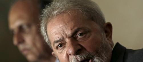 Ex-presidente Lula foi implicado nos escândalos de corrupção da Petrobras, pelo empreiteiro OAS.