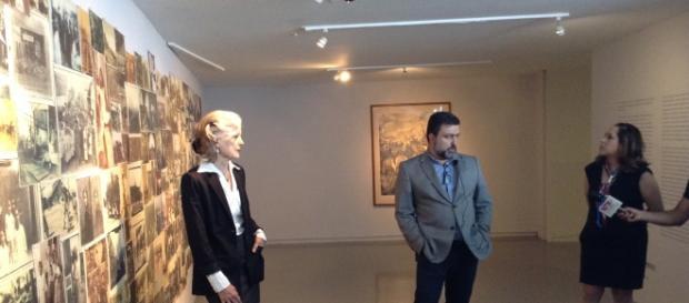 Carla Reppey y el curador del MCG en la presentación de la expo retrospectiva