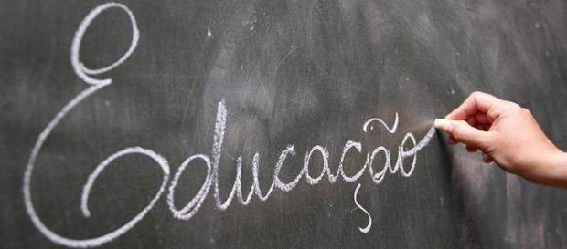 Concurso público aberto para a área da Educação