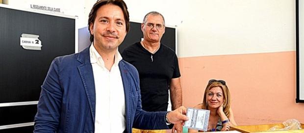 Corrado Figura al voto in occasione del secondo turno.
