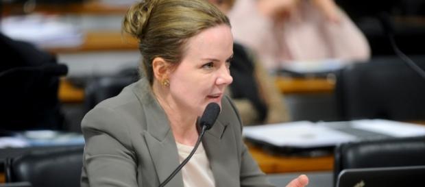 Gleisi Hoffmann passa vergonha no Senado