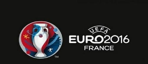 Rússia e País de Gales discutem o apuramento para os oitavos-de-final do Euro 2016