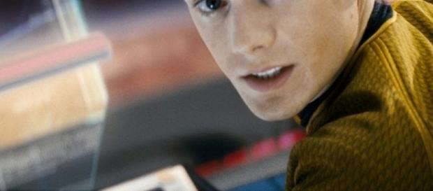 "Anton Yelchin, de ""Star Trek"", morre esmagado pelo próprio carro ..."