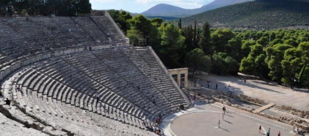 O lindo anfiteatro de Epidauros, na Grécia