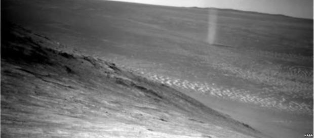 Probe captures dramatic shot of Martian dust devil