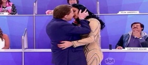 Silvio Santos beija Helen Ganzarolli