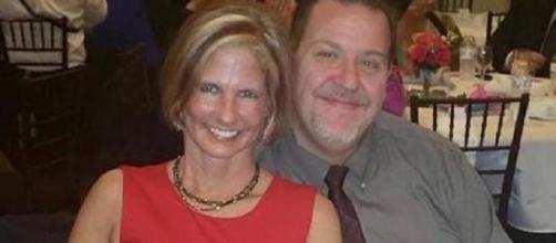 Kenneth (45 anni) e la fidanzata Jenifer (43)