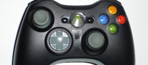 Xbox 360 controller courtesy of Wikimedia