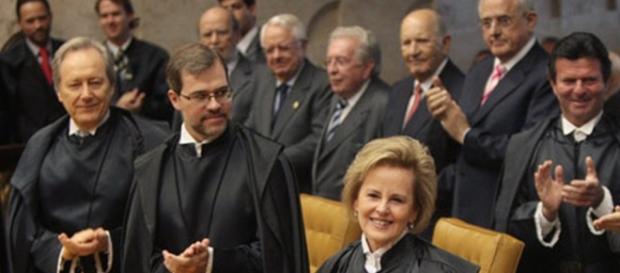 Câmara aprova aumento salarial para servidores do Judiciário.