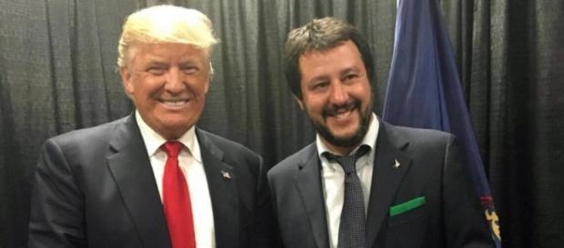 La stretta di mano tra Trump e Salvini