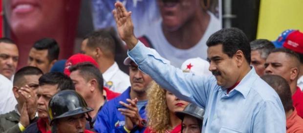 Nicolás Maduro durante un acto político, rodeado de venezolanos