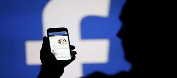 Privacy, Facebook nuovamente sotto accusa. Secondo una docente americana ascolterebbe le conversazioni telefoniche degli utenti.