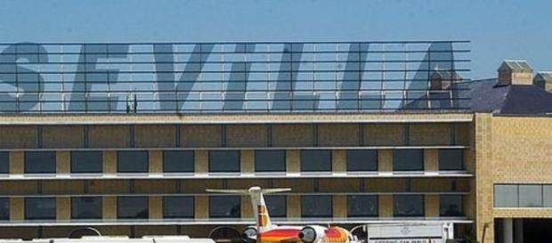 Un hombre asesina a su novia en el aeropuerto de Sevillano por perder un vuelo