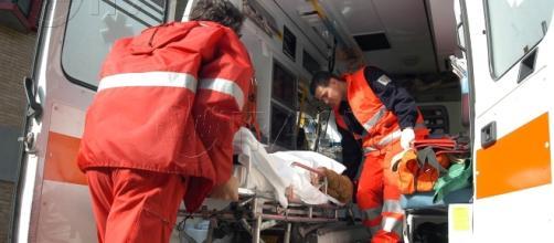 BMW contro muro: 18enne muore sul colpo.