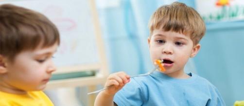 Mense scolastiche: cibi avariati nei piatti dei nostri bambini