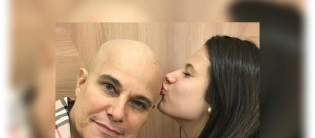 Edson Celulari recebe o carinho da filha e o apoio dos fãs