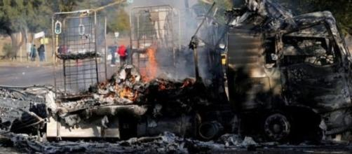 Barricadas en las carreteras principales de Pretonia