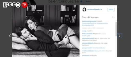 Belen e Stefano bollenti sui social
