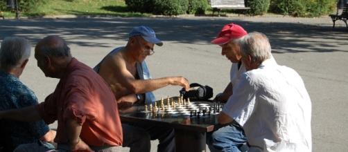 Gli anziani a Milano si sentiranno meno soli con il piano di assistenza domiciliare organizzato dal comune