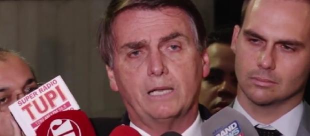 Bolsonaro pede desculpas à sociedade
